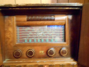 RCA Victor Globetrotter antique radio - Price Reduced!! Regina Regina Area image 4