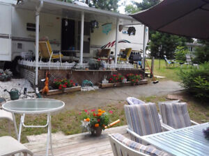 1999 Sprinter 5th Wheel Situated at Pinewood Park, Cobden, On
