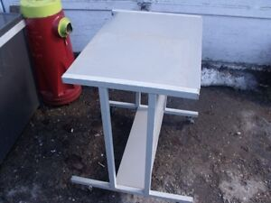 1 table en metal roulette sweevel brake 20x24po