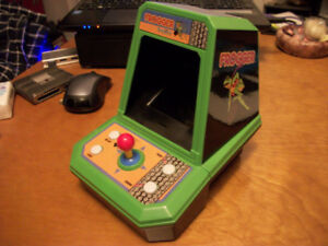 FROGGER In The Box MINI VIDEO ARCADE GAME (1980s STYLE)