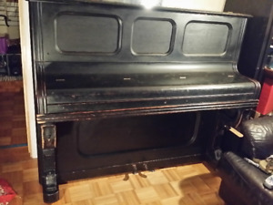 Piano droit antique à donner - Old upright piano for free
