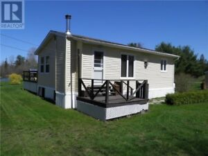 Water front cottage, 2 decks, 2 baby barns, fireplace!!