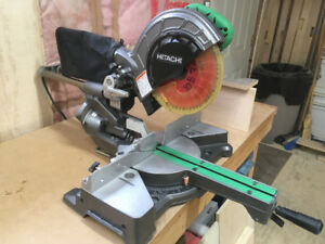 Hitachi sliding compound miter saw