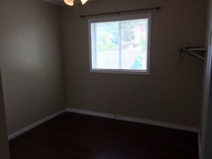 ROOM FOR RENT. WALKING DISTANCE TO BOREAL! (FEMALE ONLY!!)