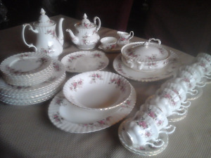 FINE BONE CHINA DINNER SET, ROYAL ALBERT,  LAVENDAR ROSE