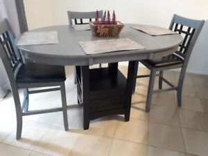 Great condition dining table with 4 chairs