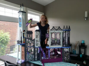 Monster High Iconic School Playhouse