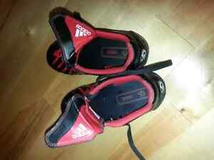 Soccer shoes  adidas size 13 child 4 to 7 London Ontario image 2