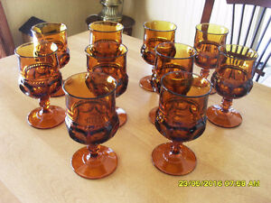 18 coupes en verre ambre Tiffin Glass Kings Crown amber goblets