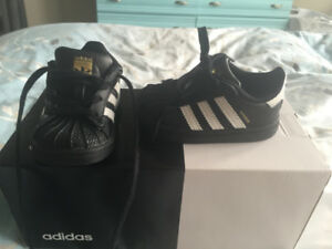Adidas infant superstar shoes size 4 mint condition