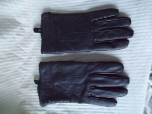Pair - Woman's Gloves