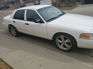 2010 Ford Crown Victoria- Fully Upgraded