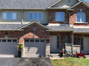BEAUTIFUL 3 BEDROOM TOWNHOUSE @ FIFTY / N SERVICE RD