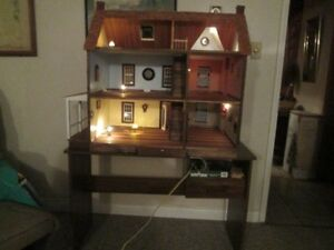 Lovely all wood collectors doll house. Lights in all rooms