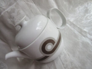 Vintage Rosenthal tea pot  Duo, white background brown Tan bands