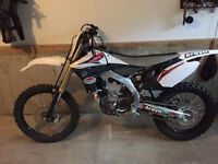 Yamaha YZ 450F - ALMOST BRAND NEW, (ONLY 6.5 hours on motor)