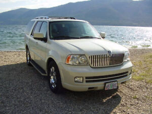 2005 Lincoln Navigator Ultimate luxury SUV. 182KM. Biege