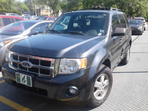 2009 FORD ESCAPE XLT . $3,200. OBO.