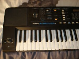 Roland E-35 Intelligent Synthesizer w/stand Stratford Kitchener Area image 3