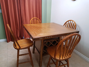 Extendable dinning table + 6 chairs