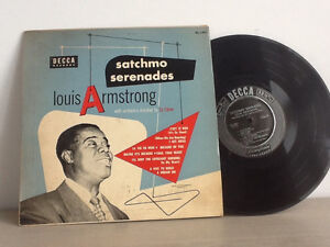 Vinyl records Ella Fitzgerald, Louis Armstrong and Chuy Reyes