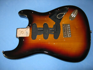 Hard Tail Fender Robert Cray Strat Mint w/case no pups