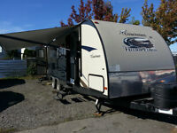 >>28ft of Luxury<<2013 Coachmen Freedom Express Trailer- 1Slider