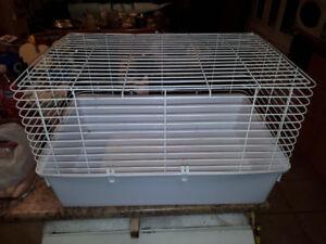 belle cage à lapin ou pour rongeurs,marque HAGEN,très propre