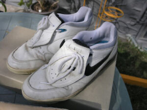 NIKE Golf Shoes Size 9 in Very Good Condition in Box