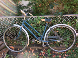 1950s VINTAGE ROBIN HOOD CRUISER BIKE BICYCLE ORIGINAL