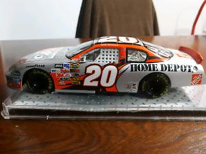 1:24 Tony Stewart Silver Home Depot die cast car