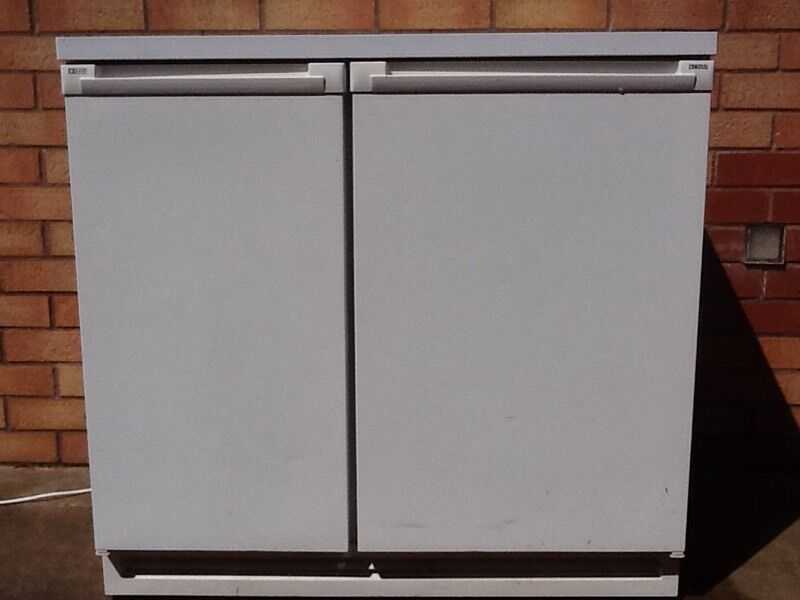Zanussi 900mm Wide Under Counter Fridge Freezer | in