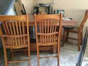 Bar hight table and 4 chairs
