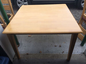 4 piece table and chair set London Ontario image 1