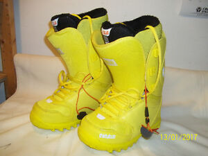 """Women's Snowboard Boots Sizes 6, 6½, 7, 8 & 9½ (6 Pairs) """"NEW"""""""