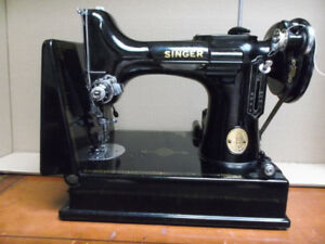 VINTAGE SINGER SEWING MACHINE FEATHERWEIGHT 221 WITH BUTTONHOLER