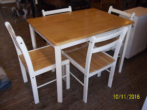 Solid Wood Table Set with Four Chairs with Slat Seats