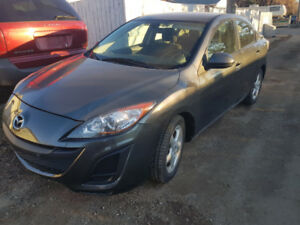 2011 Mazda 3 Good on gas nice and clean inside out