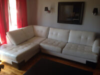 L shaped white leather couch - Divan blanc