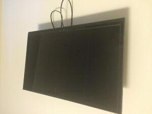 Télévision au mur