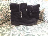 Black boots size 5