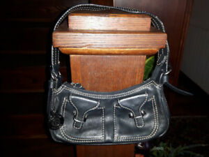 KENNETH COLE REACTION LEATHER HANDBAG - SMALL - DARK NAVY