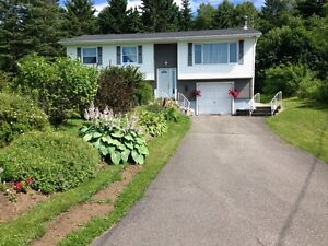 Immaculate home and grounds!! OPEN HOUSE SUNDAY 2-4