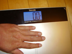 """TAYLOR Electronic Scale with Accu-Glo Backlight - Only .5"""" Thick Kitchener / Waterloo Kitchener Area image 10"""