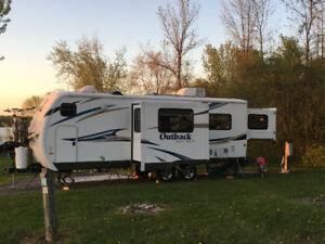 Wow Roulotte Outback 250 RS 2012 Rare et Impéccable