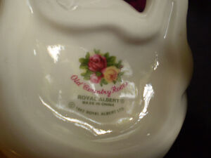 Royal Albert Old Country Roses Fine Bone China Creamer and Sugar Kitchener / Waterloo Kitchener Area image 6