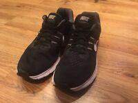 Nike - Zoom Winflo 2 (U.K. 9)