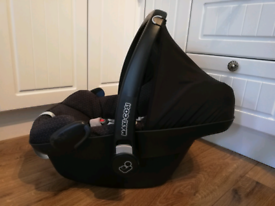 Maxi Cosi Pebble Plus car seat fits on loads of pram pushchairs