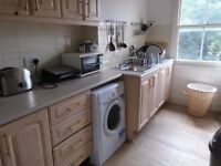 NICE SPACIOUS 4 BED FLAT - NO LOUNGE - IDEAL FOR 4 STUDENTS!!!