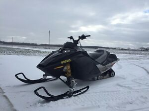 04 skidoo 600ho trail pass included  London Ontario image 1